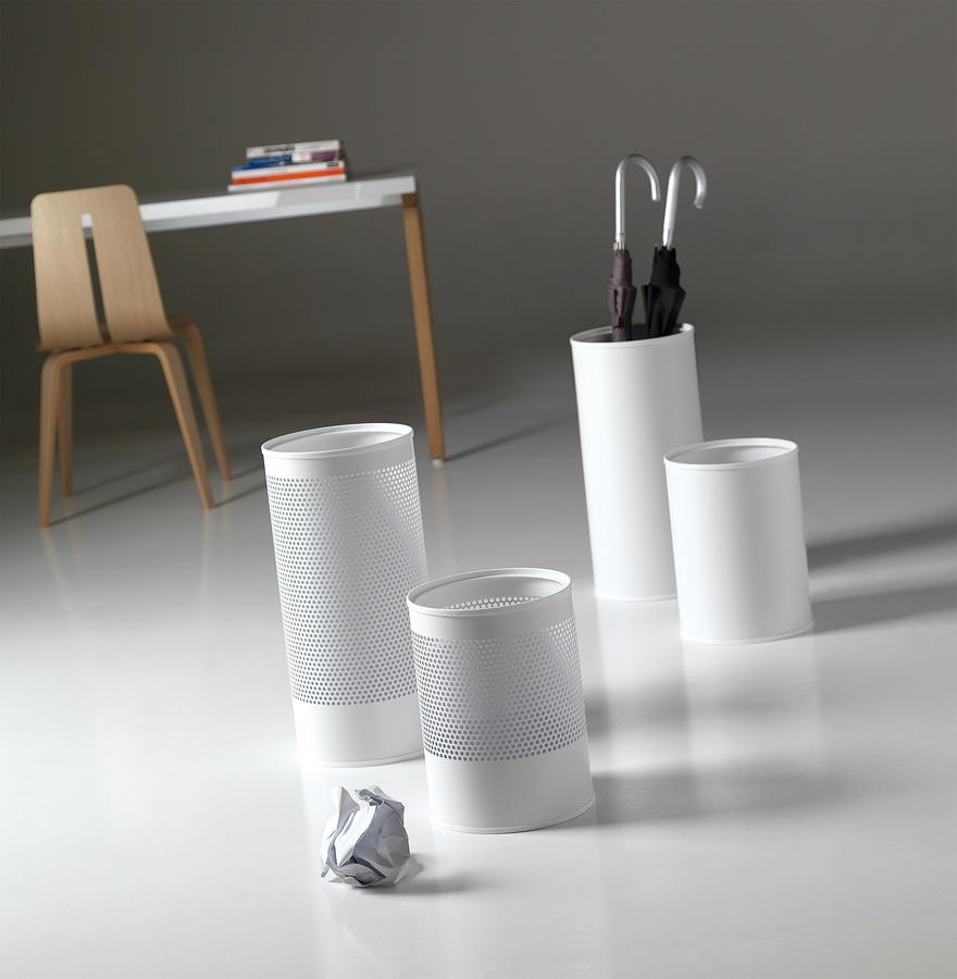 Hi-Tech, Les corbeilles à papier et porte-parapluie en acier peint
