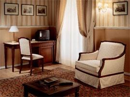 Collezione Direttorio, Des meubles de style classique pour chambre d'hôtel, fait sur mesure