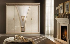 Fantasia Armoire, Armoire luxueuse, de style néoclassique