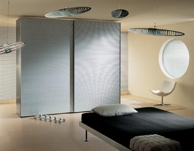 ALLUMINIO comp.01, Armoire 2 portes recouvertes d'aluminium, pour chambre