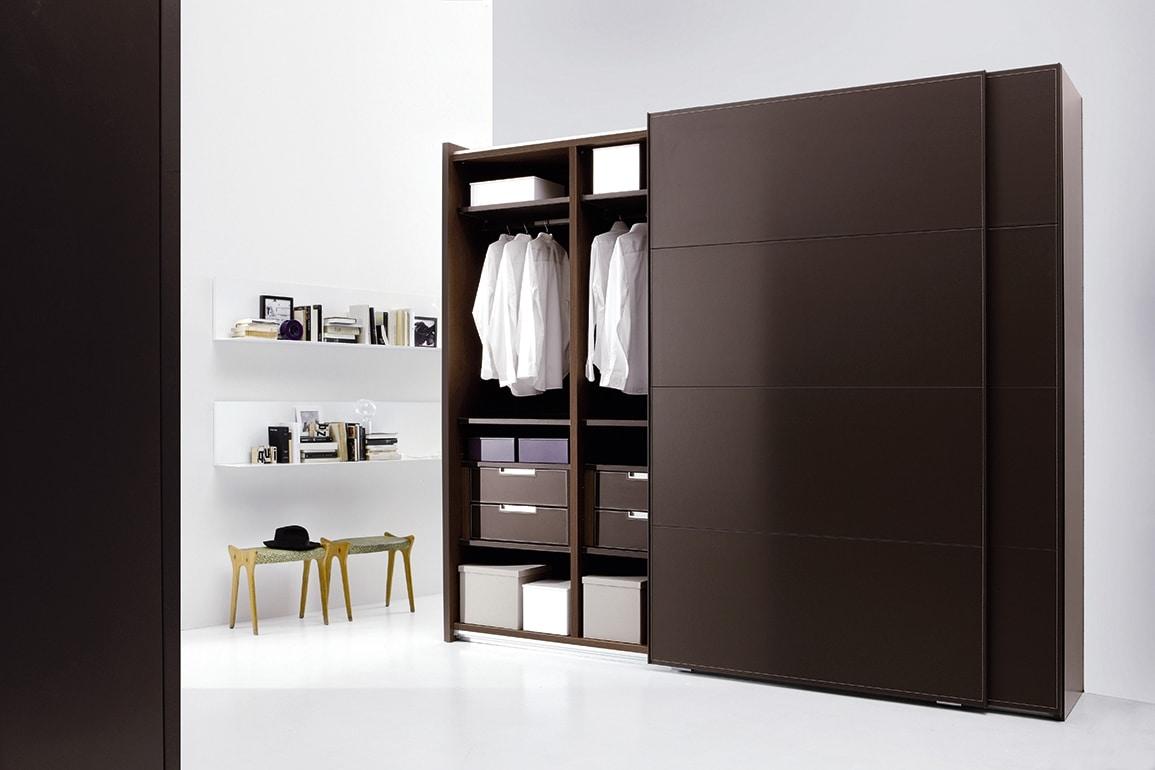ARKON, Armoire avec portes coulissantes recouverts de cuir