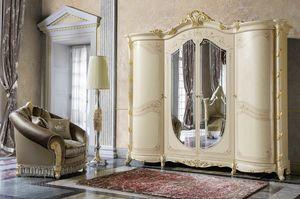 Madame Royale armoire, Armoire de style classique aux formes sinueuses