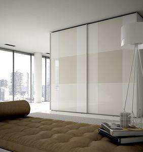 PI�, Armoire avec portes en verre peint