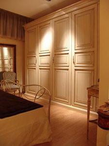 Priori, Armoire avec 4 portes pour les hôtels et villas