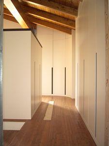 Armoire pour les salles de sous-toiture 05, Armoire personnalisable au grenier, avec un design exclusif