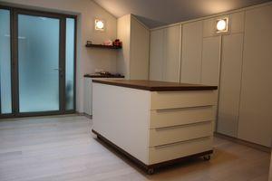 Armoires pour les salles de sous-toiture 02, Garde-robe élégante sur mesure pour le grenier