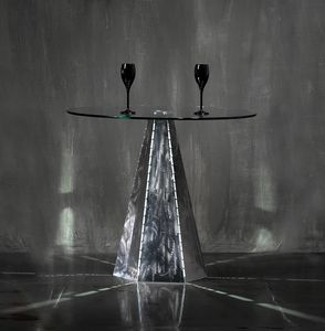 Blade Runner Zinc, Base de table de forme hexagonale