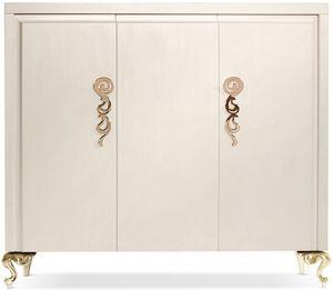 George cabinet, Armoire en bois avec trois portes