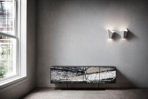 Stratos, Buffet avec des portes en mosaïque de pierres et de céramiques