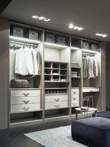 ATLANTE dressing comp.11, Walk-in closet en bois de cendres avec des détails à Nabuk