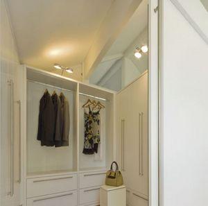 Vestiaire 01, Vestiaire, peint en blanc, avec un système modulaire de mobilier pour les espaces domestiques