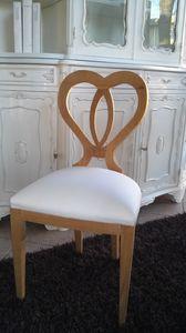 8238 SEDIA, Chaise en bois avec un dossier en forme de coeur