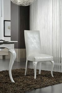 Art. 102, Chaise de salle à manger avec pieds sculptés