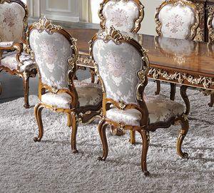 ART. 2969, Chaise classique avec détails dorés