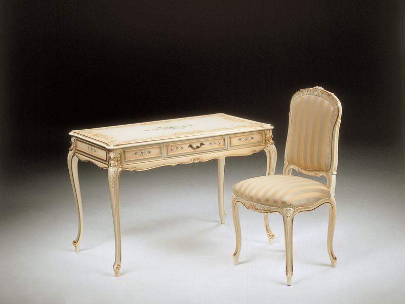 Art. 521, Chaise en bois sculpté rembourrés, finition polychrome