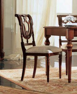 Gardenia chaise, Chaise en noyer avec dossier perforé, dans un style classique