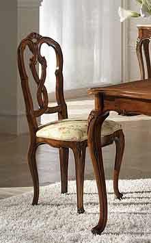P 601, Chaise en noyer avec siège rembourré et dossier sculpté