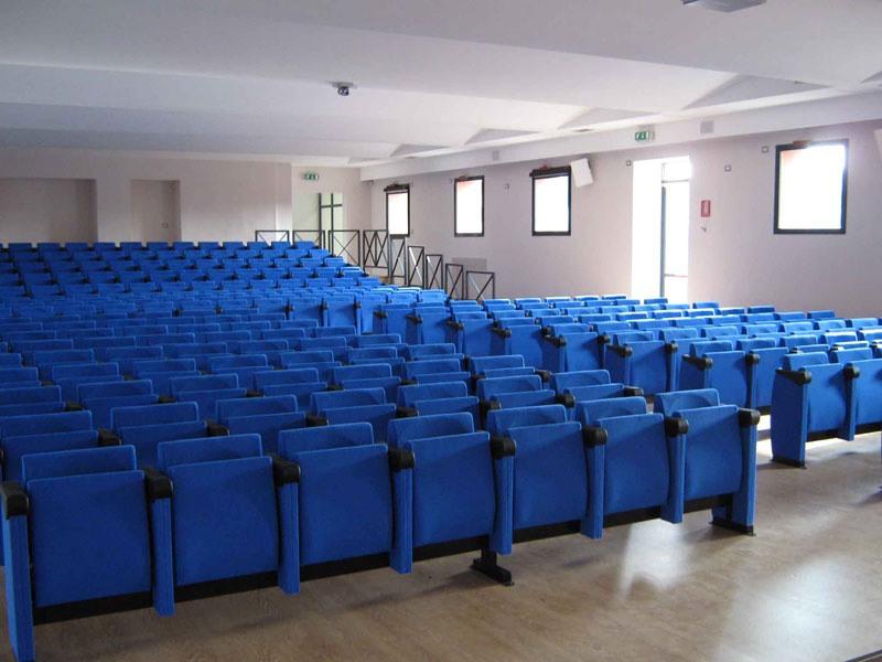 New Movia, Chaises rembourrées pour salles de conférence et de congrès