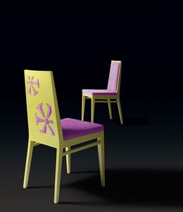 D02, Chaise avec décoration particulière à l'arrière du dossier