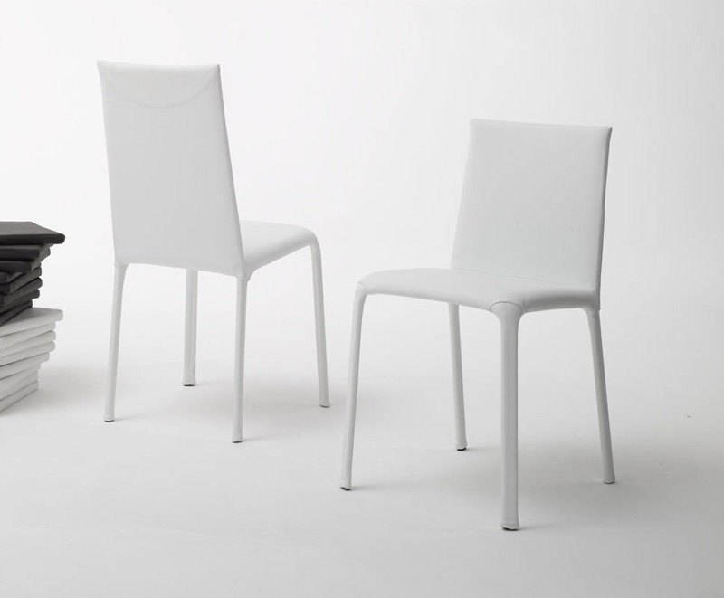 Jenia low, Chaise basse adossés à usage résidentiel et contrat