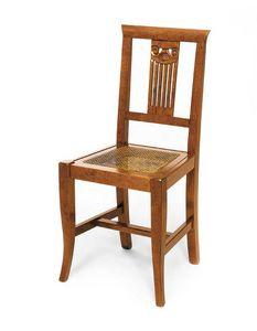 Art. 122, Chaise en bois, dossier avec décorations de style classique