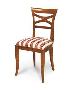 Art. 142, Chaise en bois avec dossier à décor floral