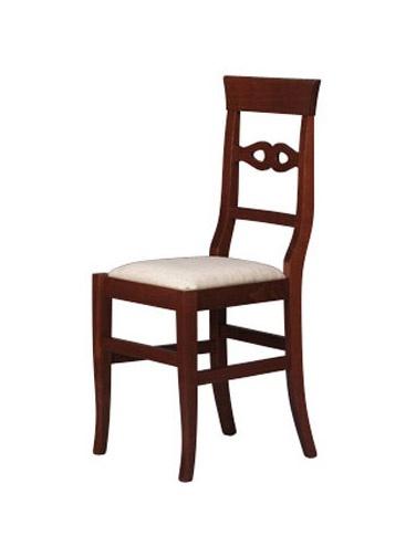 212, Chaise en hêtre, le dos avec des décorations simples