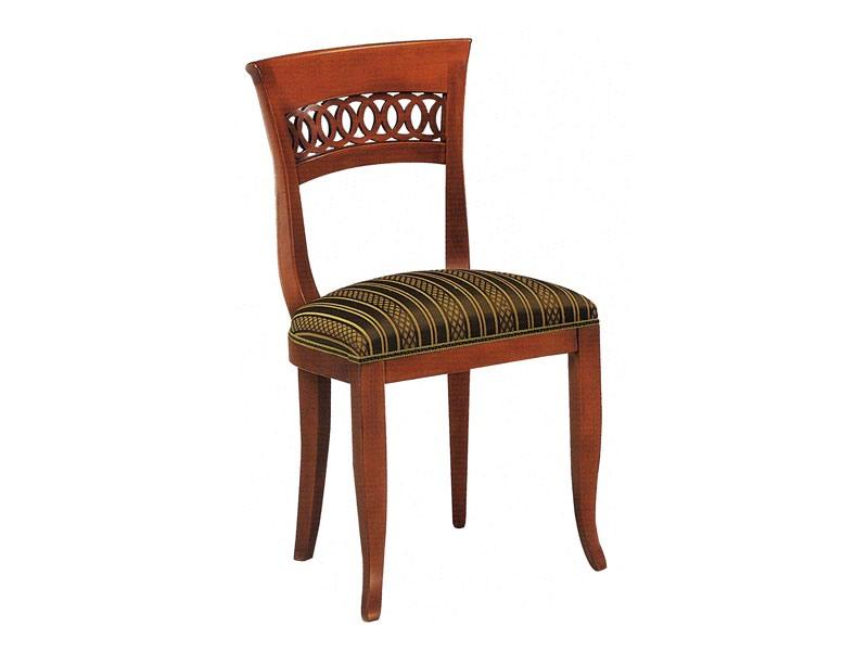 378, Chaise en bois avec dossier en bois forgé