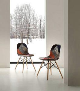 Art. 288 Shell Patch, Chaise avec tissu patchwork d'ameublement, les jambes en hêtre