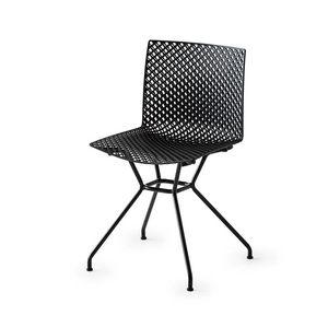 Fuller TC, Chaise avec coque perforée