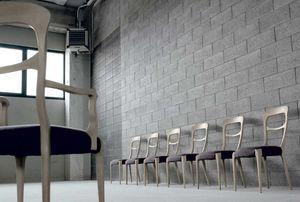 L-643, Chaise aux formes courbes