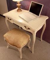 Art. 516, Pouf rectangulaire en bois sculpté, luxe classique