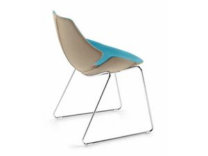 Eon sled, Chaise en plastique recouvert de cuir, cadre en acier