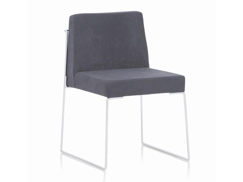 Kalida 601C, Chaise en métal rembourré, recouvert d'un matériau ignifuge