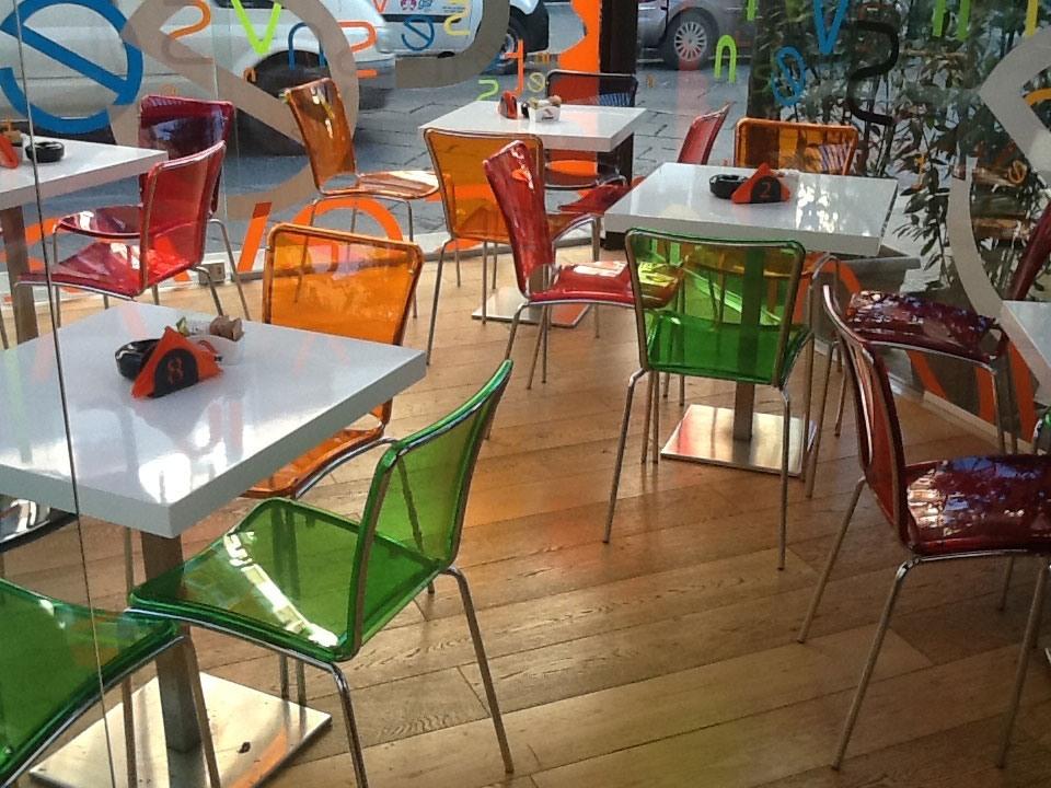 Sol chair, Chaises en polycarbonate de couleur, empilable, pour bar-restaurant et cuisine
