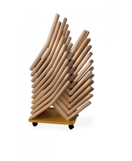 CIAO, Empilage de petites chaises en bois, de couleur, de la maternelle