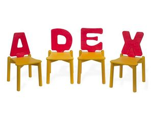 LETTERANDIA, Chaises pour les enfants, le dossier shped comme une lettre de l'alphabet, pour les aires de jeux et jardins d'enfants