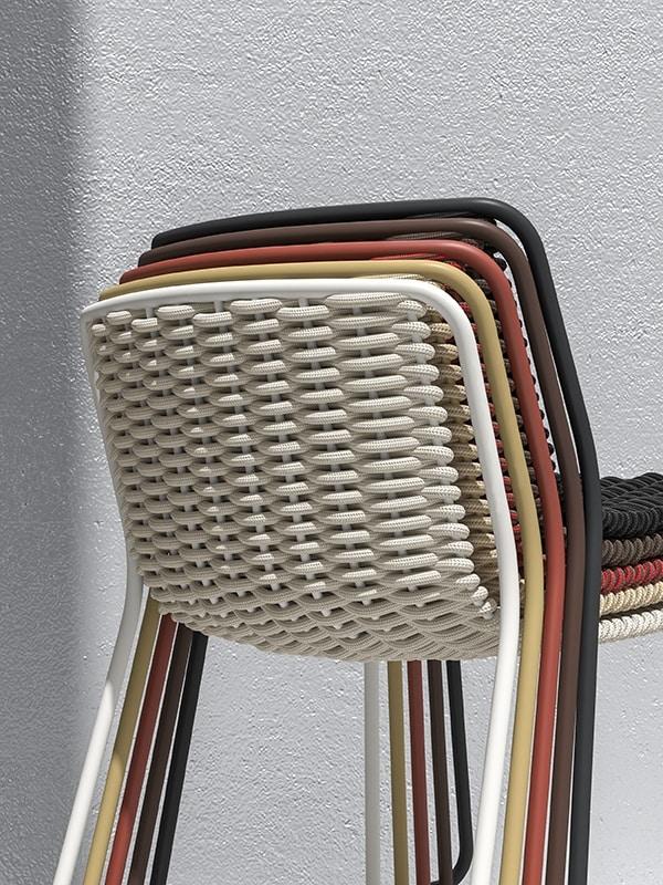 Randa, Chaise en métal peint, coquille torsadée, pour externs