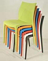 SE 161, Chaise tout en plastique de différentes couleurs, pour extérieur