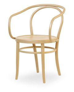 08, Fauteuil en bois avec assise faite de la canne