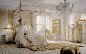 Romeo, Chambre à coucher avec lit à baldaquin, décorations en or