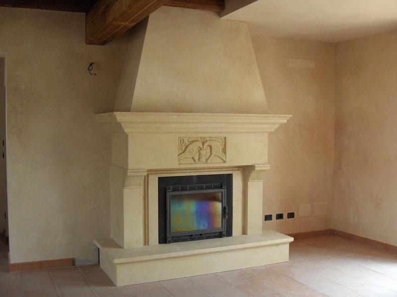 Fireplace Bologna, Structure en Vicence pierre jaune pour cheminée
