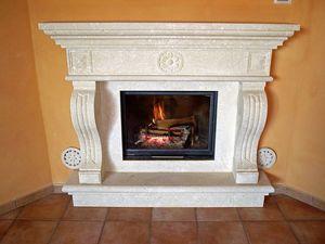 Fireplace Livorno, Structure en Vicence pierre blanche pour cheminée