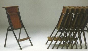 1273 N, Simple chaise avec structure en métal, des lieux de culte