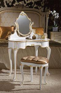 Art. 366/L, Toilettes classiques, bois décorées avec des feuilles d'or