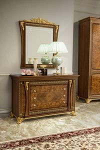 Aida commode, Commode avec d�corations artisanales