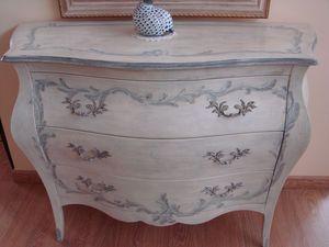Art. 2107/Z, Dresser dans un style de luxe classique, laqu� avec des d�corations