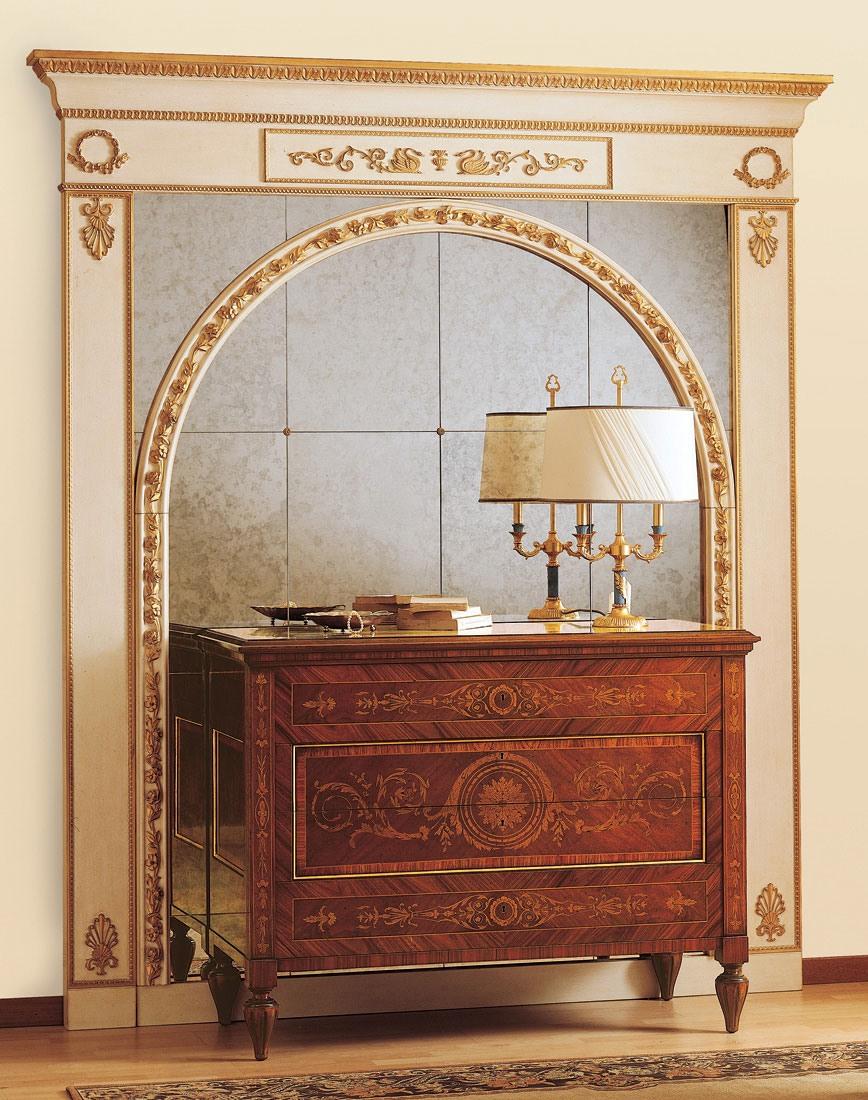 Art. 925, Commode de style antique, tiroirs avec des incrustations précieuses
