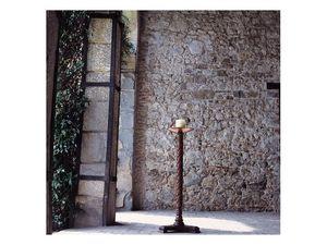Eros, Bougeoir avec colonne en bois et plaque de cuivre