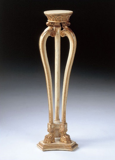 Art. 1115, Table pour vase, de style classique, sculpté